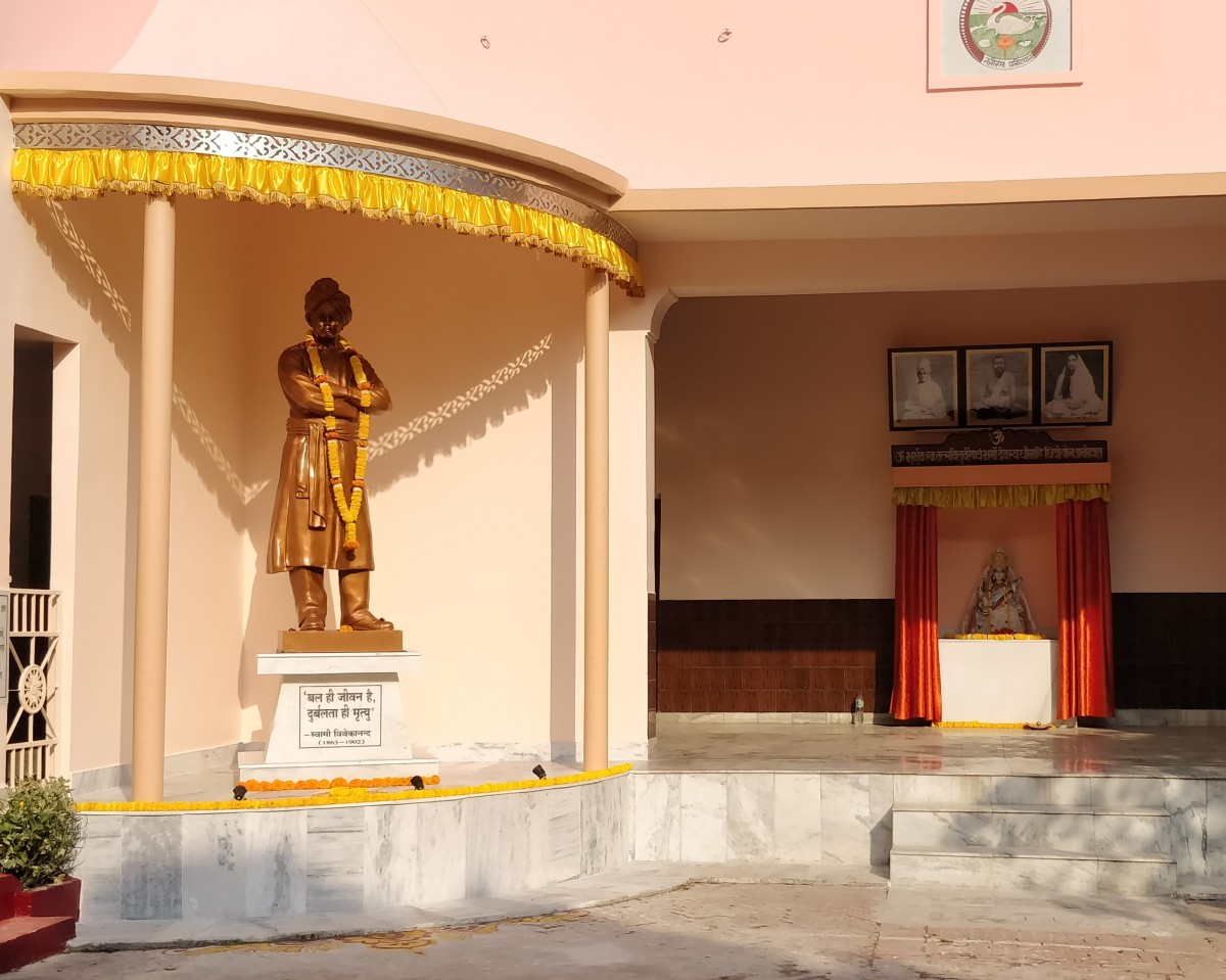Read more about the article Swamiji's statue Unveiled in Kanpur Ashrama – 11 Mar 2020